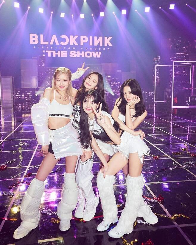 Group BLACKPINK expressed his feelings after the live Stream Concert The Show.BLACKPINK said on February 1 through its official SNS account, Thank you again to everyone for watching and supporting THE SHOW!!We had a blast and we hope you all did too (thanks to everyone who watched and cheered on The Show).We had a good time, and I hope you all did it. The photo shows BLACKPINK members who pose in various ways while showing off their colorful beauty on stage.It seems to have been taken at the time of the The Show Concert, and I still feel the heat outside the picture.On the other hand, BLACKPINK held its first live Stream Concert YG PALM STAGE - 2021 BLACKPINK: THE SHOW on the official YouTube channel on January 31st.BLACKPINK presented a total of 19 performances for about 90 minutes from the existing hit song Medley to the performance of THE ALBUM which was first introduced on the day, and the solo new song of Rose.