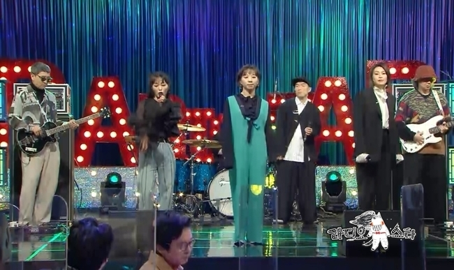 Lee Nal-chi launches Radio StarMBC Radio Star, which is broadcasted on February 3, will feature five tigers, The Right to, Park Sun-ju, Julien River, Lee Nal-chi Kwon Song-hee and Shin Yoo-jin.Lee Nal-chi is an alternative pop band that exquisitely moves between pansori and pop music.K-hung and K-hip are being announced to the world with the 21st century Pansori and Real K Pop, which newly interpreted Chrysanthemc such as Bum come down and Jiwunazol using one part of Pansori Sugungga.The promotional video of the Korea Tourism Organization, which Lee Nal-chi joined with the group Ambiguous Dance Company, generated a one-day one-man craze with 500 million views on the online cumulative view.Lee Nal-chi has emerged as a popular band, snobbing about cell phones and pizza ads that only take top stars.Lee Nal-chi, who has been on the Las, has been playing the song Bum Come Down, which is a song that calls for infinite regeneration of listeners around the world.In addition, the new song Honey Star will be released for the first time in Radio Star, which will shake the shoulders of viewers.Vocals Kwon Song-hee and Shin Yoo-jin appear as representatives of the artistic cat and say, We are Chrysanthemc Avengers.Kwon Song-hee will boast of the members personal abilities and will steal his attention by revealing his history of touching the hearts of the world at the PyeongChang Winter Olympics.Park Sun-joo, who appeared together, is said to have praised Lee Nal-chi as music industry Bitcoin in the sense that it is like a jewel that has not been mined yet.The feature of The Becomes is expected to be a time when Lee Nal-chi and the charm of the members will be revealed to the world a little more.The right to turns into a YouTuber, appealing to the 20-30 generation with new charm and being a hope for the 50-60 generation.It is the second prime of collecting topics with cover video contents that reinterpret the songs of other singers in their own style.The right to is curious to sa