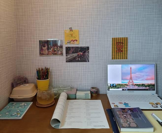 /사진= '스터디 위드 미'에 나오는 책상들과 비슷하게 꾸민 모습 /사진제공= 손민지 매니저