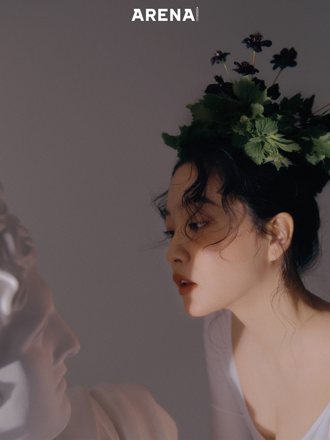 A mysterious and romantic fashion picture of Red Velvet Yeri has been released.In this photo, which was conducted under the concept of Psyche at Arena Homme Plus, Yeri produced mysterious and romantic scenes, including putting butterflies all over her body, buried her face in a leaf, wearing a geranium flower tube and kissing a stone statue.In an interview, Yeri said, I liked to take pictures and take pictures, so I enjoyed shooting today. I solved my cravings with artistic cuts.Yeri also said, I always try to listen to myself. I want to look at myself properly.I know who I am, and I think I can be happy while working with faith and trust in myself. Yeri, who made his first acting challenge through TVN drama stage mint condition, said, I played the role of a nurse who was splashing.I want to continue acting. It was fun to show me who I was. Ill try hard if you give me anything!I want to do more fantasy genres such as the concept of pictorials today, he said.Red Velvet Yeris full picture and honest interview specials can be found in the March issue of Arena Homme Plus and on its website