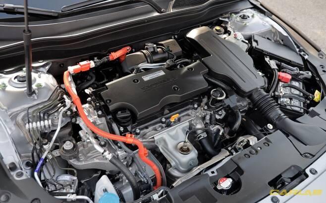 전기 모터(184마력)가 엔진(145마력) 출력을 압도한다.