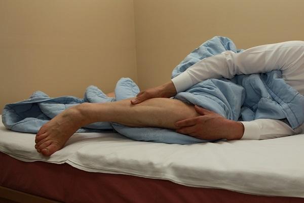 다리에 벌레가 기어 다니는 듯해서 잠을 설치는 하지불안증후군 환자가 전 국민의 7.5%나 된다. 게티이미지뱅크