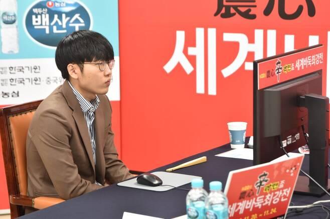 농심배 대국하는 신진서 [한국기원 제공=연합뉴스 자료사진]