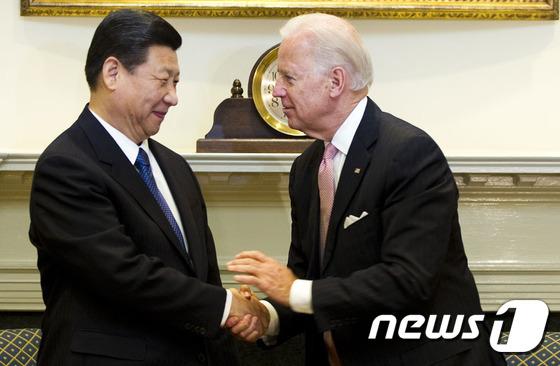 시진핑 중국 국가주석(왼쪽)과 조 바이든 미국 부통령(자료사진) © AFP=뉴스1