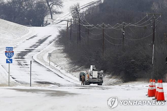 지난 17일(현지시간) 눈 폭풍이 몰아친 텍사스주. [EPA=연합뉴스]