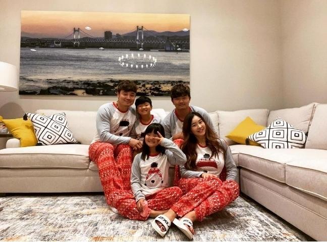 2019년 크리스마스때 찍은 추신수의 가족사진. [사진=하원미씨 인스타그램]