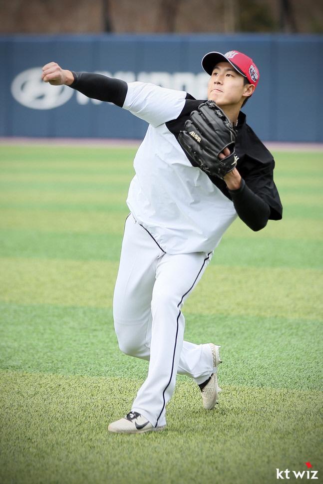 김건형은 2경기 연속 장타를 날리며 눈도장을 찍었다.(KT 위즈 제공) © 뉴스1