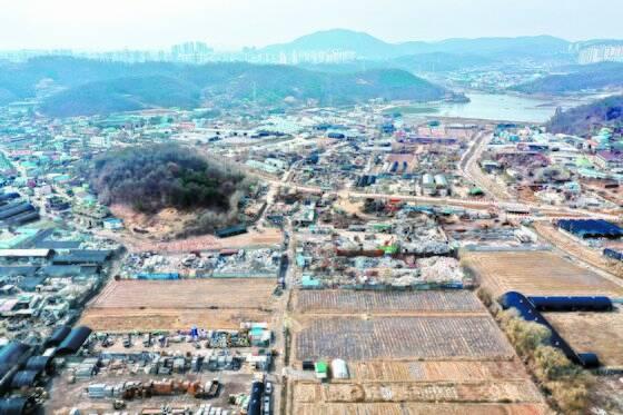 한국토지주택공사(LH) 직원들의 투기 의혹을 받고 있는 경기도 시흥시 과림동 광명·시흥 신도시 부지의 모습. 장진영 기자