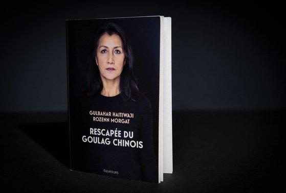 위구르족 출신 굴바하르 아이티와지(54·여)는 지난 1월 프랑스 일간 르피가로 기자와 함께 책 『중국판 굴라크의 생존자』 를 출간해 수용소에서의 생활을 폭로했다. AFP=연합뉴스
