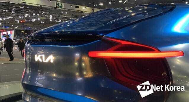 기아차 전기 콘셉트카 이매진 바이 기아에 적용된 새로운 엠블럼 모습. 이매진 바이 기아는 향후 CV 전기차로 양산될 예정이다.
