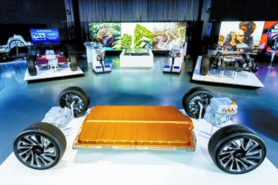 GM의 전기차 전용 플랫폼 얼티움(Ultium). 외신에 따르면 GM과 LG는 미국에 두번째 배터리 공장 건설을 추진 중이다. [사진 GM]