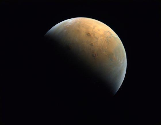 UAE의 화성 탐사선이 촬영한 화성. 사진 MBRSC