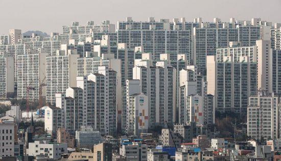 30평대 아파트 가격이 서울 지역 평균가인 9억 원대에 거래되고 있는 서울 성북구 돈암동, 동소문동 일대 아파트 단지 <사진=연합뉴스>