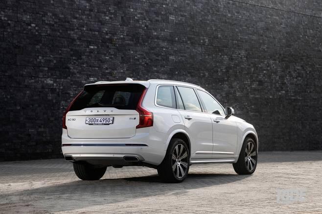 차체가 높은 편임에도 자세를 빠르게 바로잡아 운전에 집중할 수 있게 한다.