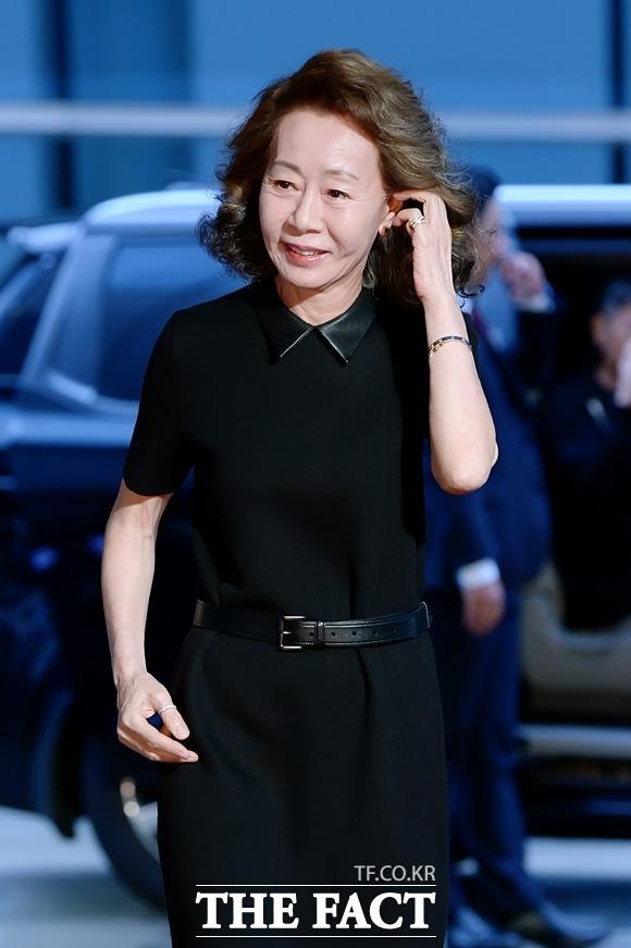 배우 윤여정이 '오스카 전초전'으로 불리는 미국 배우조합상(SAG)에서 여우조연상을 수상했다. /더팩트DB