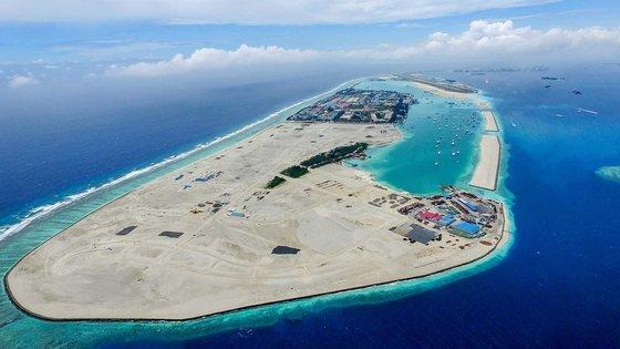 몰디브 수도 말레 북동쪽에 건설 중인 인공섬 훌후말레. HDC