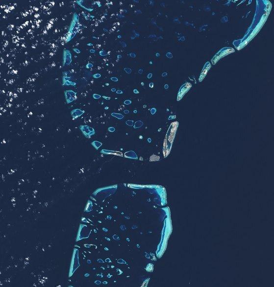 위성으로 본 몰디브의 모습. NASA