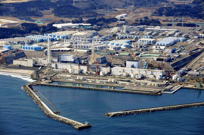 후쿠시마 제1원전 부지 안에 보관돼있는 오염수 탱크./교도/ 로이터 연합뉴스