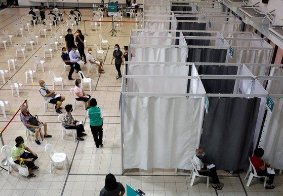 싱가포르의 코로나19 백신 접종소. [로이터=연합뉴스]