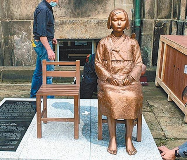 14일 독일 드레스덴 국립박물관에 도착한 평화의 소녀상. 코리아협의회 제공