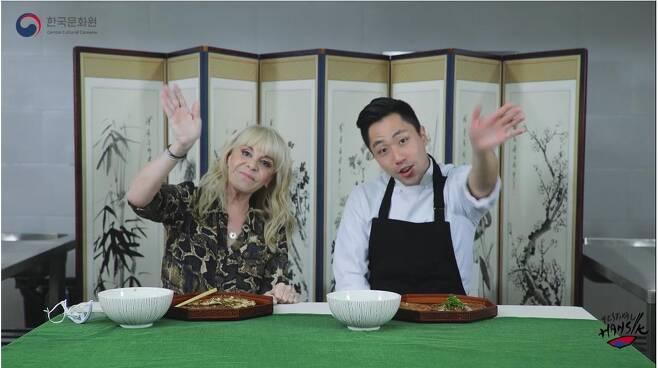 한식 요리사로 변신한 비야파녜 [주아르헨티나 한국문화원 유튜브 캡처]