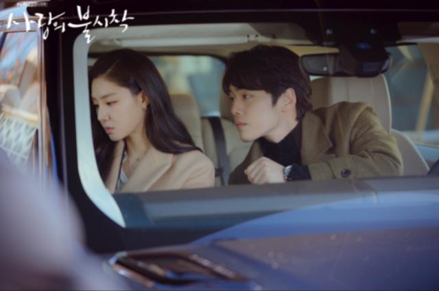 김정현과 서지혜는 지난해 종영한 tvN 드라마 '사랑의 불시착'에서 호흡을 맞췄다. /tvN 제공