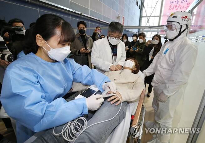 백신 이상반응 시 신속하게 [연합뉴스 자료사진]