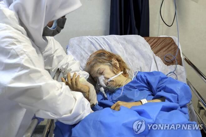 코로나19 환자 돌보는 이란 의료진 [AP=연합뉴스]