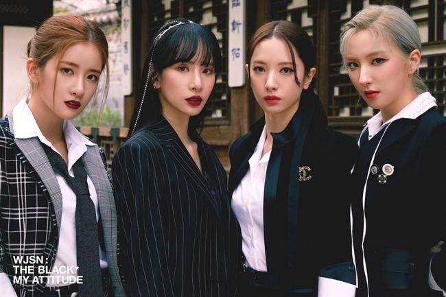 Cosmic Girls New Unit The Black unveils group photo '4-person 4-color black  charisma'