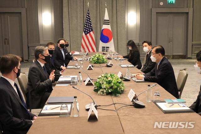 [서울=뉴시스]정의용 외교부 장관은 런던 G7 외교·개발장관회의 참석 계기 5월3일 오전(현지시간) 안토니 블링컨(Antony J. Blinken) 미국 국무부장관과 회담을 갖고 한미 정상회담 준비, 한반도 문제, 지역 및 글로벌 현안 등 상호 관심사에 대해 논의했다. (사진/외교부 제공)  photo@newsis.com