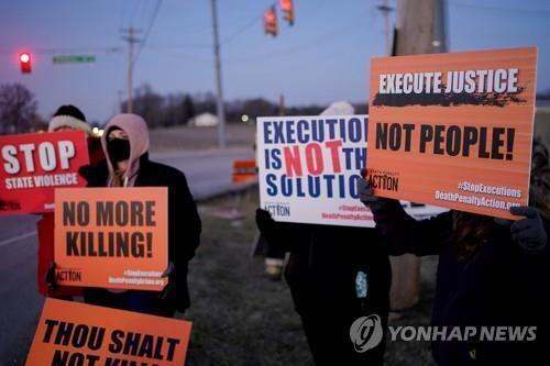 사형 집행에 반대하는 활동가들의 시위 [로이터=연합뉴스 자료사진]
