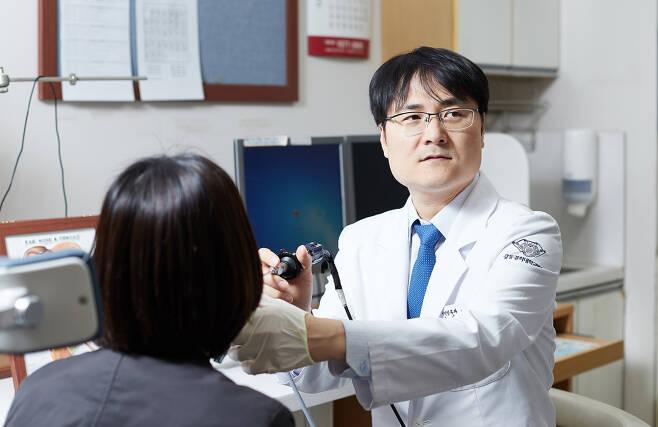 두경부암의 가장 주요한 발생원인은 흡연이다. 흡연자의 경우 비흡연자 비해 두경부암 발병확률이 15배 정도 높다.