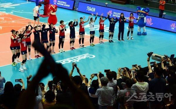 2018 발리볼네이션스리그 한국과 독일의 여자배구 예선경기 당시 여자배구 대표팀. 스포츠동아DB