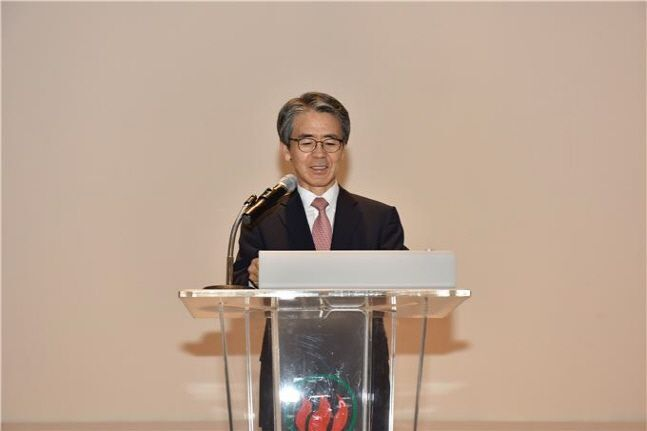 이윤배 화재보험협회 이사장이 14일 서울 여의도 사옥에서 개최된 창립 48주년 기념식에서 기념사를 전하고 있다.ⓒ화재보험협회