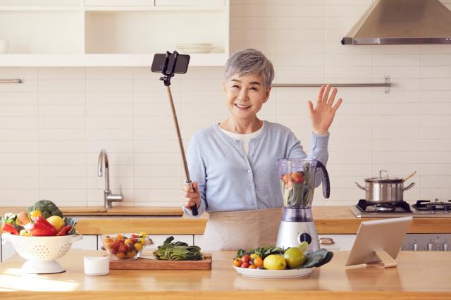 다른 사람이 음식을 준비하는 모습을 지켜보면 더 많이 먹게 된다는 연구 결과가 나왔다./사진=클립아트코리아