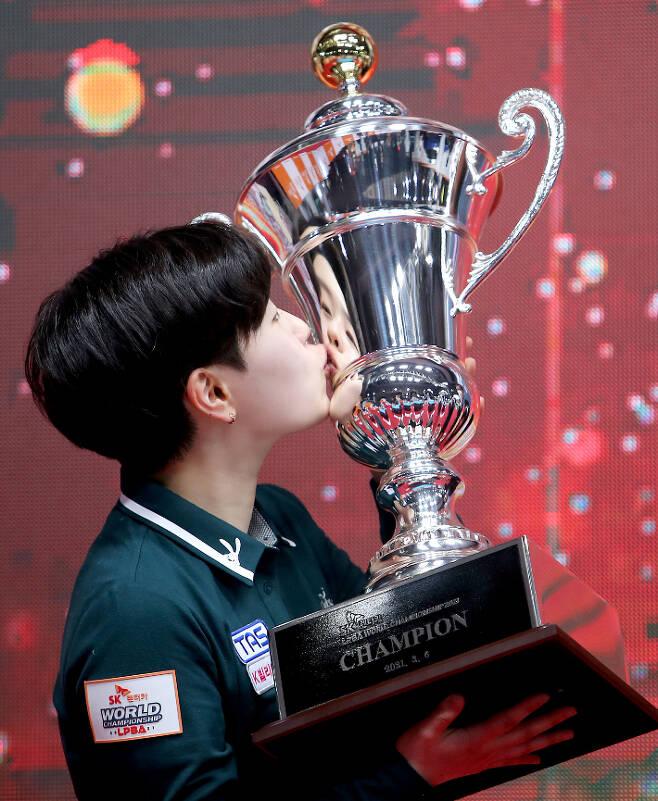 지난 3월 PBA 왕중왕전인 'SK렌터카 PBA-LPBA 월드 챔피언십 2021' 여자부 초대 챔피언에 오른 김세연. PBA