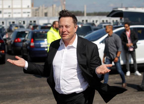 그의 말 한 마디에 가상화폐들의 가격이 요동칠 정도로 일론 머스크 테슬라 최고경영자(CEO)는 요즘 가상화폐 시장을 쥐락펴락하고 있다. 사진은 머스크 CEO. AFP 연합뉴스