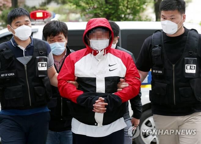 손님 살해 후 훼손한 시신 유기한 노래주점 업주 [연합뉴스 자료사진]
