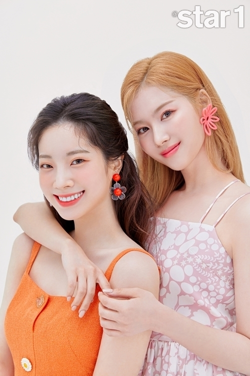 TWICE Sana and Dahyun adorned the cover of the June issue of At Style.Sana and Dahyun, who are working as Able C & C Affus models, have completely digested the beauty picture from the fruity mood to the chic and intense concept and the calm and elegant look.Among the TWICE members, there is a lot of excitement, so Sana and Dahyun called cider chemistry.When asked if they were in good shape, they said, The two of them seem to fit well with the toxic co-work, and they are also tensioned, playful and funny.Dahyun finds the camera quickly and accurately and is called the i-contact craftsman. Dahyun said, I am sincere about the camera.Ive found a camera on the ceiling when I was rehearsing, he said. Ive been looking for a camera on the ceiling.Sana has excellent Korean skills and leads to Sana among fans.Last year, he was surprised to release the TWICE soundtrack Two Whats With Like, written in Korean by Sana.About this song, Sana said, It is a song that suddenly comes to mind and writes lyrics.Sana and Dahyun are continuing their unrelated performances due to Corona 19, saying, Every time I stand on the stage of unrelated performances in music broadcasts, there are no fans.I hope that the day will come when I face the fans as soon as possible.