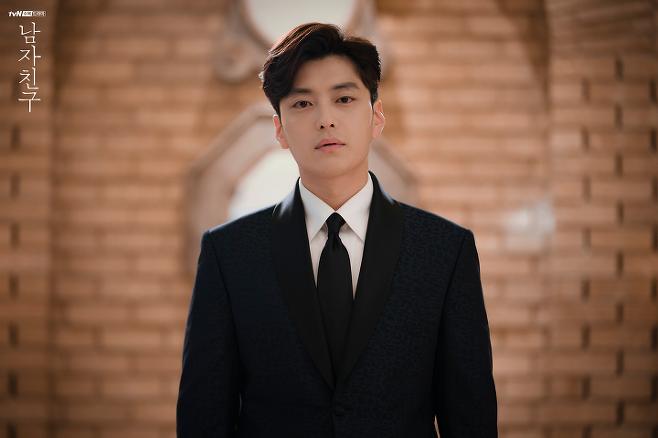 출처: 드라마 <남자친구>에서 송혜교 전 남편 역으로 출연한 장승조   tvN