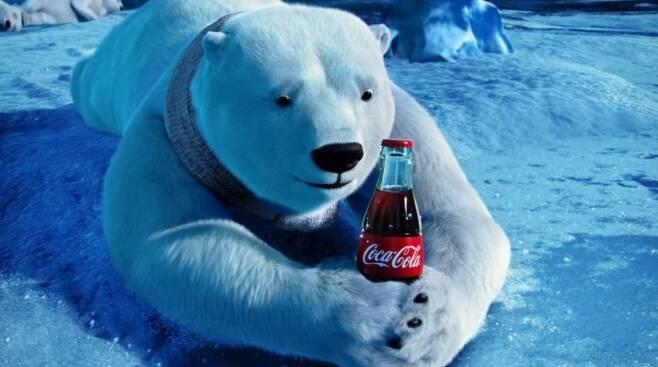 출처: 코카콜라 2012 광고