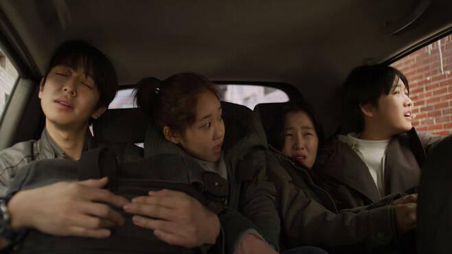 출처: 영화 <관계의 가나다에 있는 우리는> ⓒ (주)시네마달