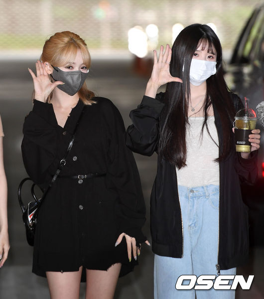 On the morning of the 26th, a pre-recording of Show Champion was held at MBC Dream Center in Ilsan, Goyang City, Gyonggi Province.Groups Fromis 9 Roh Ji-sun and Song Ha-young pose for the reporters.Copyright c Koreas Best Sports Entertainment Professional Media (www. osen.co. kr)