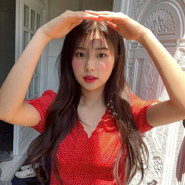 Gang Hye-won from Group IZ*ONE showed off her innocence.Kang Hye-won posted two photos on his Instagram on Saturday, along with red apples, cherries, strawberries and heart emojis.In the photo Kang Hye-won is wearing a dot-patterned red dress and hanging long hair with a wave, with a ball that looks like a costume and adds girlish charm.The pure yet refreshing charm is admirable, and the beauty of the nose and clear eyes attracts attention.Kang Hye-won made his debut as a member of Group IZ*ONE through Mnet Produce 48, which aired in 2018, and IZ*ONE officially finished its activities on April 29th.Kang Hye-won plans to show a photo book titled Beauty Cut.a fairy tale that children and adults hear togetherstar behind photoℑat the same time as the latest issue