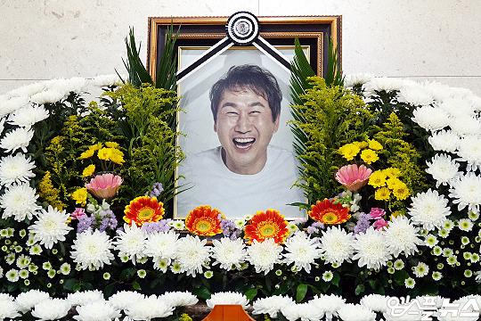 6월 7일 세상을 떠난 유상철 감독의 영정사진(사진=엠스플뉴스 이근승 기자)