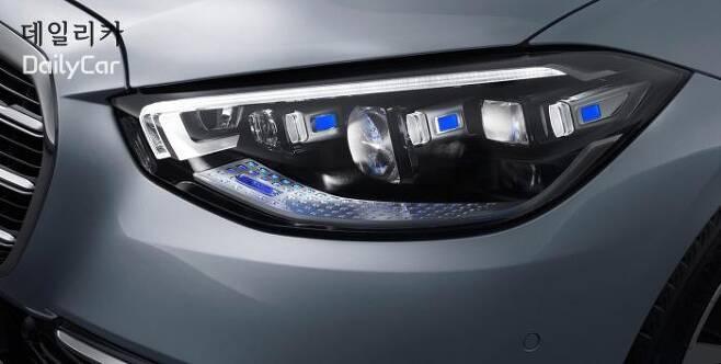 S클래스 (LED 매트릭스가 적용된 신기술의 헤드램프) </figcation>