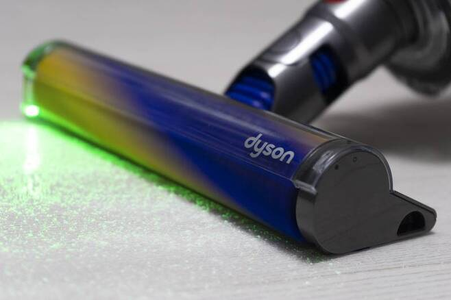 레이저는 가전기기에 흔히 사용되는 1등급 레이저라 시력에 문제가 되지 않는다. 출처=IT동아