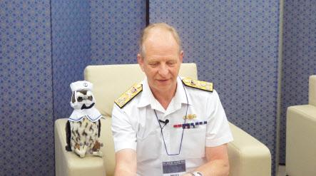 헤럴드경제와 인터뷰를 하고 있는 제리 키드(Jerry Kyd) 영국 해군 중장. 이소진 PD