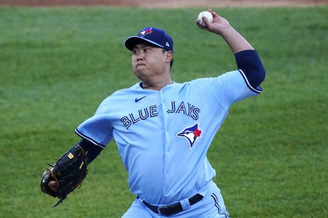 류현진이 11일 시카고 화이트삭스전에 선발 등판해 공을 던지고 있다. | AP연합뉴스
