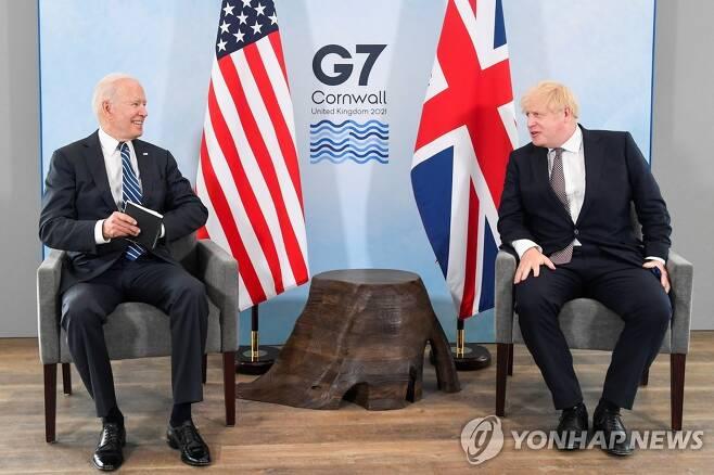 조 바이든 미국 대통령과 보리스 존슨 영국 총리 회담 [로이터=연합뉴스]